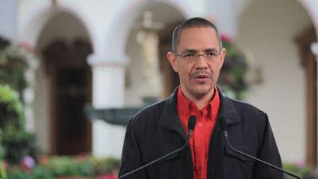 """""""Tras la delicada cirugía del pasado 11 de diciembre, el Comandante Chávez ha enfrentado complicaciones como consecuencia de una severa infección pulmonar"""", destacó el ministro Ernesto Villegas Poljak."""